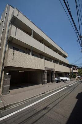 京急本線「梅屋敷」駅より徒歩8分のマンションです