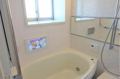 浴室に窓が有ります。 浴室TV付
