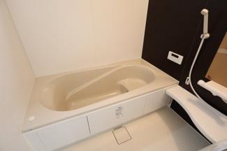 浴室乾燥機付きのお風呂となっております。
