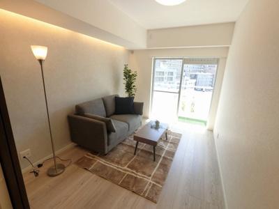 4.9帖の洋室です。 リビングや居室などライフスタイルに合わせて使用できます。
