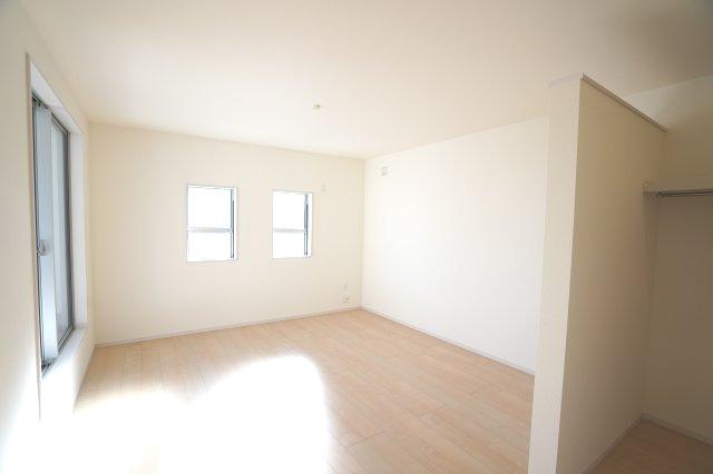 【同仕様施工例】南向きの明るいお部屋です。
