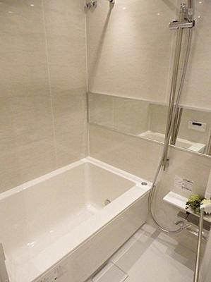 浴室乾燥機付きで天気を気にすることなくお洗濯物を干すことも出来ます。