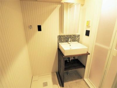 【リフォーム施工予定写真】おしゃれで可愛らしい洗面台ですね♪ お好みでDIYしても素敵な洗面台になりますね♪
