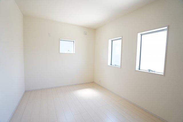 【同仕様施工例】各居室クローゼットあります。