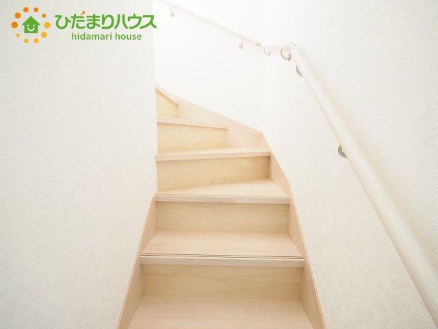 安心の手すり付き階段!!