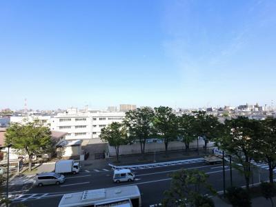 5階部分からの眺望です。 前面に遮る建物がなく開放感がございます。