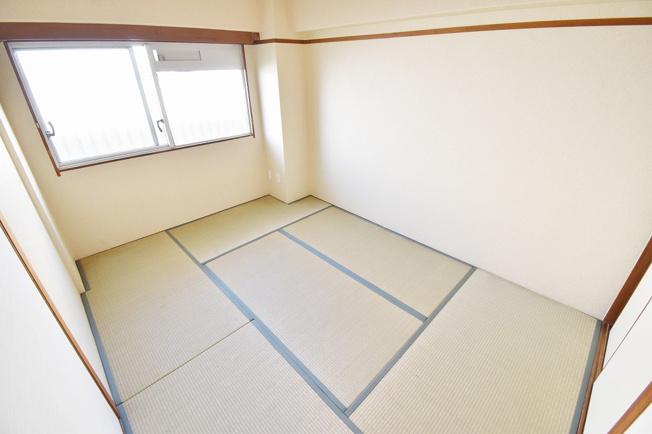 ゆったりくつろげる和室。