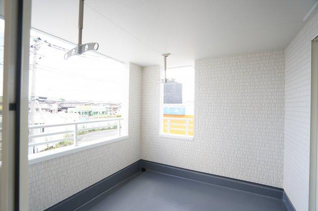 【同仕様施工例】シューズクロークがあるので玄関が広いです。