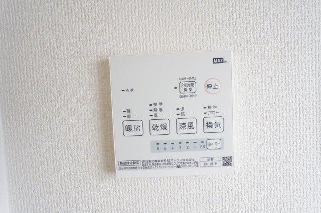【同仕様施工例】1階ホール:掃除用具を収納するのに便利です。