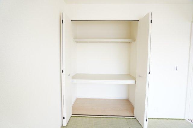 【同仕様施工例】押入:座布団やお布団、お子様のおもちゃなど収納できます。