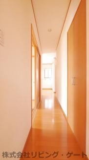 1階の廊下にも収納があります。収納豊富です。