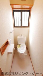 1階のトイレ新品です。温水洗浄便座付きです。