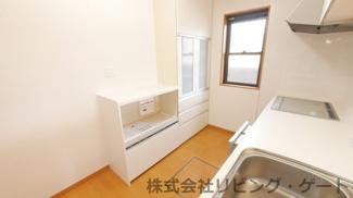 家電収納、造付の食器棚があります。