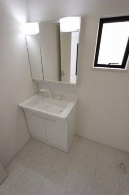 独立洗面台あり、毎朝おしゃれに忙しい女性の方におすすめです:建物完成しました♪♪毎週末オープンハウス開催♪八潮新築ナビで検索♪
