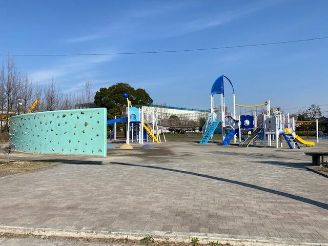 大泉橋戸公園です。遊具がたくさんございます。