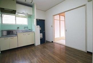 【居間・リビング】兵庫県川西市花屋敷1丁目一棟アパート