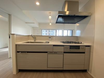 お部屋を全体を見渡すことができるキッチンです
