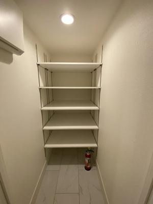 大量の靴やベビーカー、ゴルフバッグなど玄関に置いておきたいものを置くことができる便利はシューズクローゼットです。