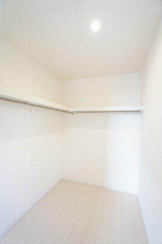 【同仕様施工例】2階:WICでお洋服やバックなどの小物もすっきり片付けられます。