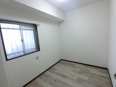 玄関横の洋室です。 子供部屋やワークスペースとしても活用できます。