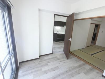 洋室と和室は引戸で繋がっているため広い空間としてもお使いいただけます。
