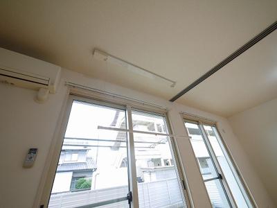 室内物干しもついていて便利。