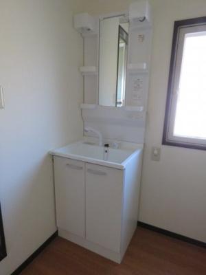 新品の使いやすい独立洗面台です