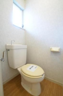 トイレに窓有り!