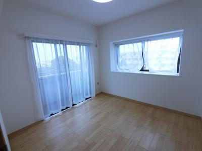 4.8帖の洋室です。 子供部屋やワークスペースとしても活用できます。