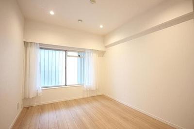 白を基調とした室内は明るく清潔感があります