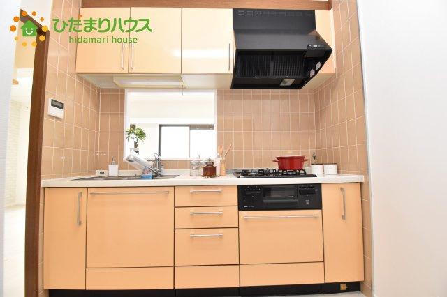 収納スペース豊富なキッチン!!