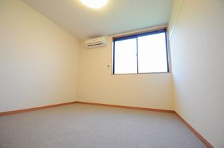 2階は絨毯