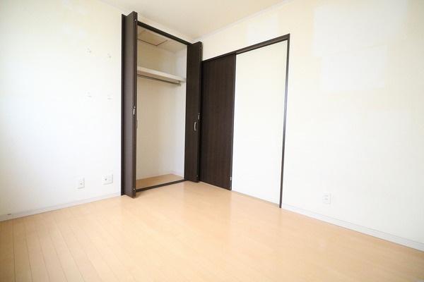 2階5帖洋室。お子様部屋にいかがですか♪