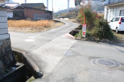 【前面道路含む現地写真】御調町 中古戸建