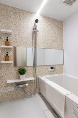 浴室はリフォーム済でピカピカですよ♪ 水廻り全てリフォーム済なのも嬉しいポイントですね♪