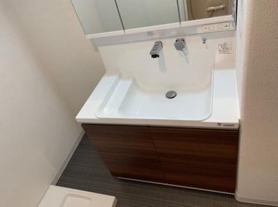 綺麗な独立洗面台です。