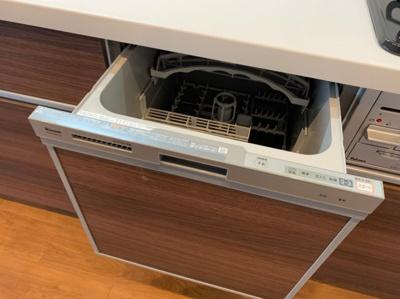 食器洗浄機つきのシステムキッチンです。