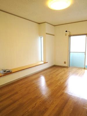 101号室の写真を使用。