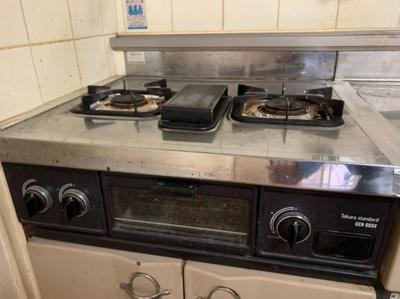 コンロは2口です。キッチンのリノベーションもオススメです!