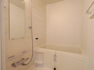 毎日の疲れを癒すバスルームはホワイト調に統一された空間です。