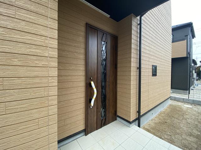 玄関です。建物は述べ約30.8坪から36坪の大型3~5LDKです。