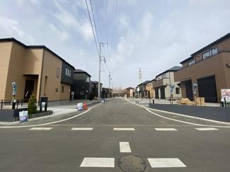 前面道路は6mと6.5mの公道です。