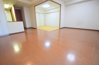 【居間・リビング】ローレルタワーサンクタス梅田