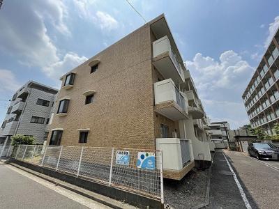 2沿線利用可能な「日吉」駅より徒歩圏内♪最寄りバス停からも徒歩1分の4階建てマンション☆コンビニも近くて便利な住環境です◎