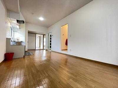 11.8帖リビングダイニングキッチン、窓側からの眺めです☆洋室・和室、各お部屋に繋がっています◎