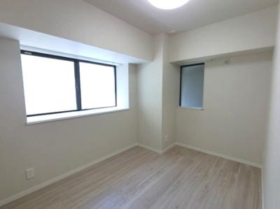 5.0帖の洋室は主寝室にいかがでしょうか。 2面採光で採光・風通し◎