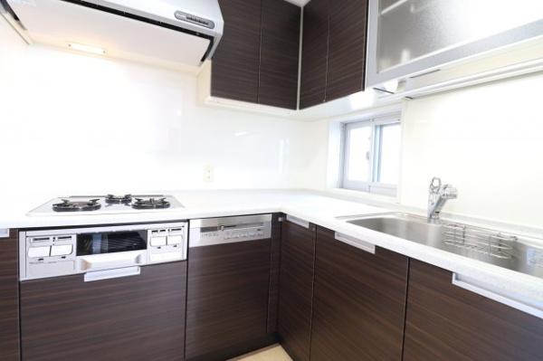 【キッチン】L字型システムキッチンで、お料理の効率がアップ!!吊戸棚もあり収納に困りません!