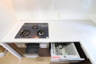 【キッチン】L字型システムキッチンで、お料理の効率がアップ!!吊戸棚もあり収納に困りません!食器洗い乾燥機やディスポ―ザも完備!