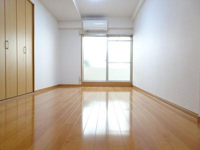 マンション太田 洋室6畳(キッチン側から)