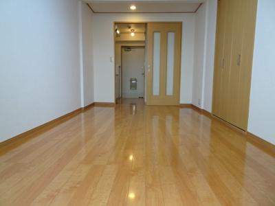マンション太田 洋室6畳(ベランダ側から)